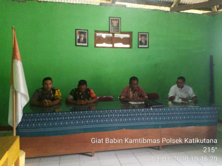 Hadiri Pertemuan Di Desa, Bhabinkamtibmas Menyampaikan Beberapa Hal Penting