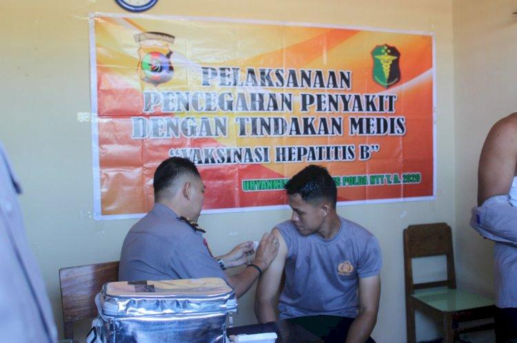 Tim Bid Dokkes Polda NTT Melaksanakan Vaksinasi Hepatitis B Tahap Ke -2 Di Polres Sumba Barat