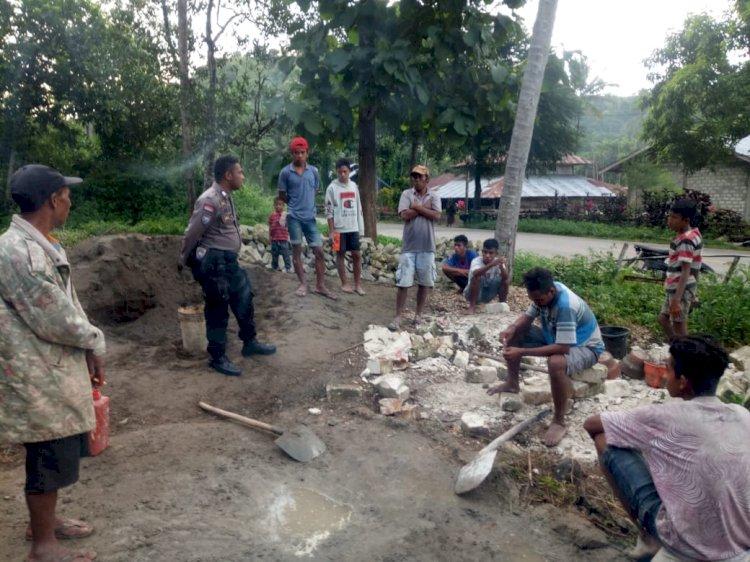 Bhabinkamtibmas Sosialisasi Corona | Cegah Penyebaran Covit 19, Brigpol Andreas & Brigpol Dedy Sambangi Desa Padira Tana