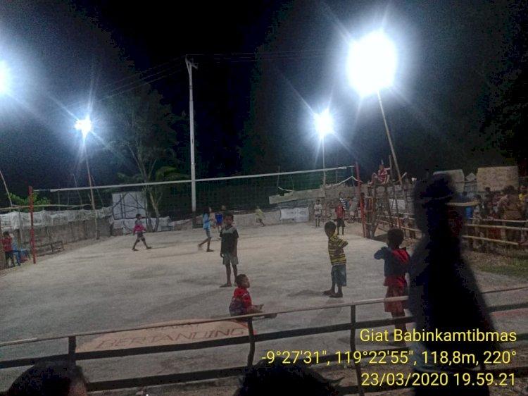 'Patroli Waspada Penyebaran Corona' | Kapolsubsektor Tana Righu & Anggota Jaga Bubarkan Pertandingan Bola Voli