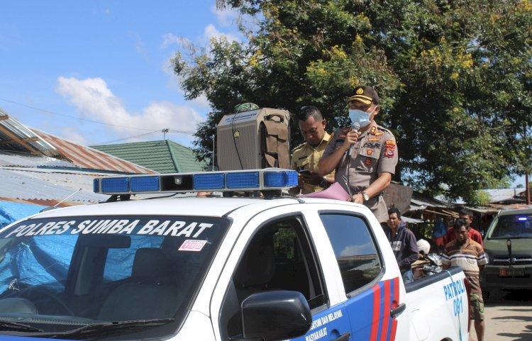 Lawan Corona | Menggunakan Mobil Lantas, Kapolres Bersama Dandim 1613 Sumba Barat Keliling 2 Kabupaten Ajak Masyarakat Cegah Penyebaran Covid 19