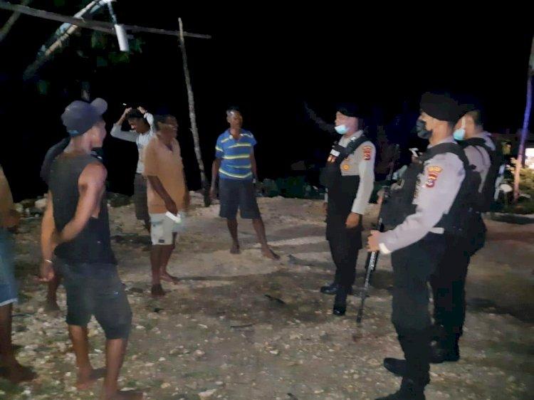 Ton 2 Dalmas Gencar Patroli Malam Demi Menjaga Situasi Kamtibmas Di Kota Waikabubak