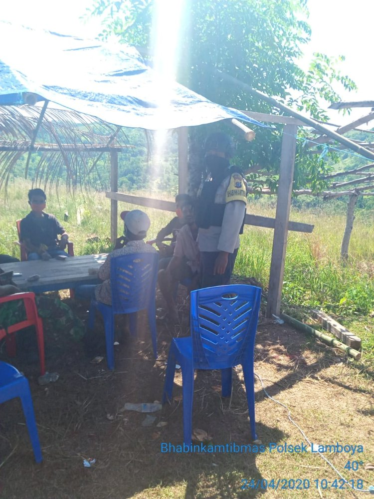 Sambangi Beberapa Desa, Bhabinkamtibmas Mengajak Warga Bekerjasama Melawan Covid 19