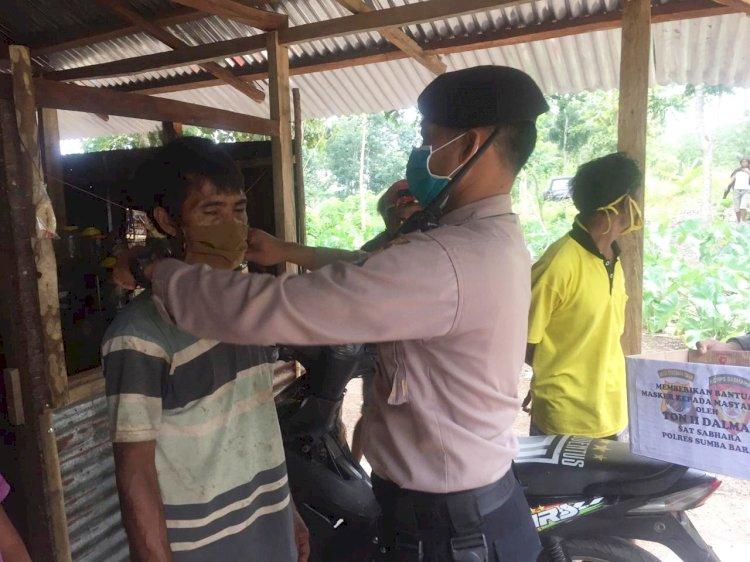 Cegah Penularan Covid-19 Ton 2 Dalmas Bagi-bagi Masker Gratis