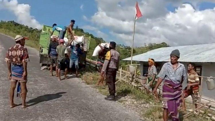 Pengawasan Bantuan Covid 19 | Ribuan Kilo Beras Berhasil Didistribusikan pada Hari Pertama Pemberian Bantuan di Sumba Tengah
