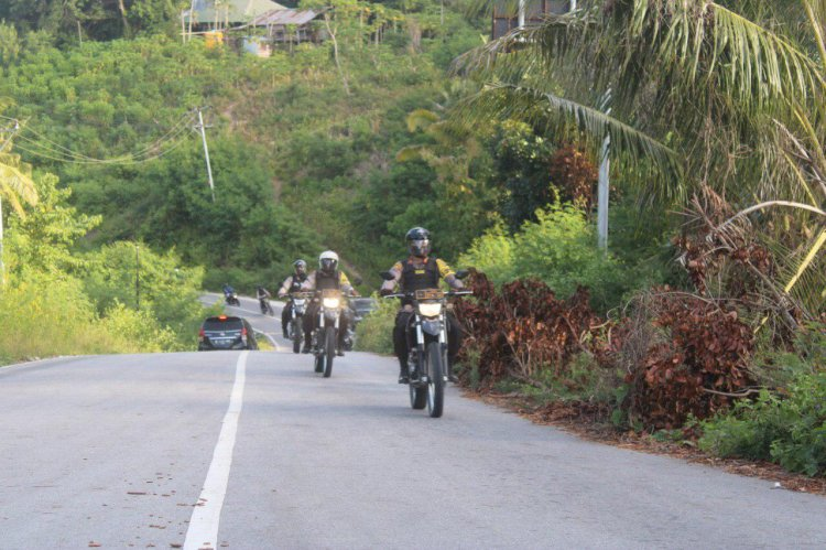 Hari Bhayangkara ke-74 | Gelar Patroli Berbagi, Kapolres Cek Senpi & Bagikan Sembako Kepada Keluarga Terdampak Covid 19