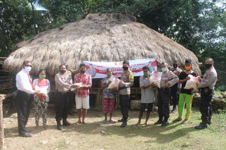 Hari Bhayangkara ke-74 | Patroli Berbagi di 3 Lokasi, Kapolres Bagikan Sembako Kepada 37 KK Terdampak Covid 19