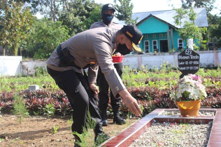 Rangkaian Kegiatan Hari Bhayangkara Ke 74, Polres Sumba Barat Laksanakan Ziarah Dan Tabur Bunga Di Makam Pahlawan