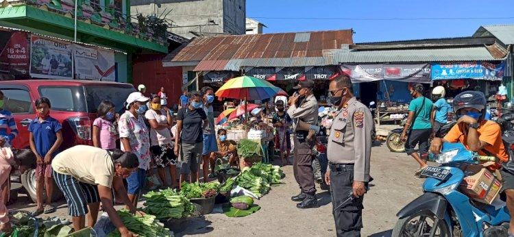Cegah Covid 19 - Menggunakan Pengeras Suara,Ops Aman Nusa II Lakukan Sosialisasi Kepada Warga Di Pasar