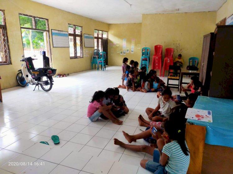Bentuk 'Kelompok Belajar Generasi Cerdas', SIBHANDIT Gencar Sambangi Anak-Anak di Pelosok Sumba