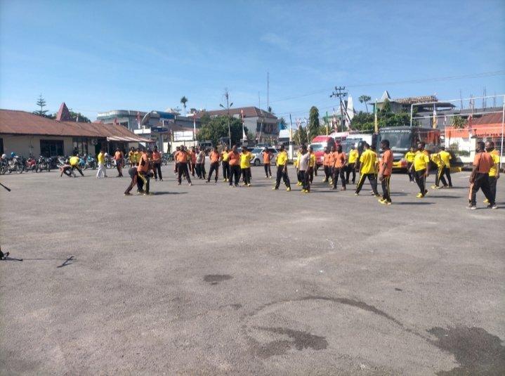 75 Personil Polres Sumba Barat Laksanakan Latihan Beladiri Jelang Ujian Kenaikan Pangkat