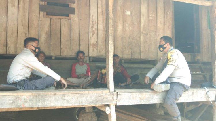 Sambangi Warga, Polsubsektor  Gaura Sampaikan Imbauan Kamtibmas Jelang Pilkada 2020