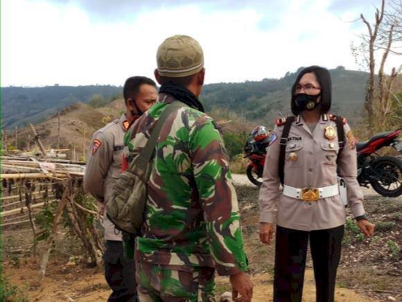 KBO Narkoba & Kapolsek Wanukaka Pimpin Pengamanan Kampanye/Pertemuan Terbatas di Kampung Praibera