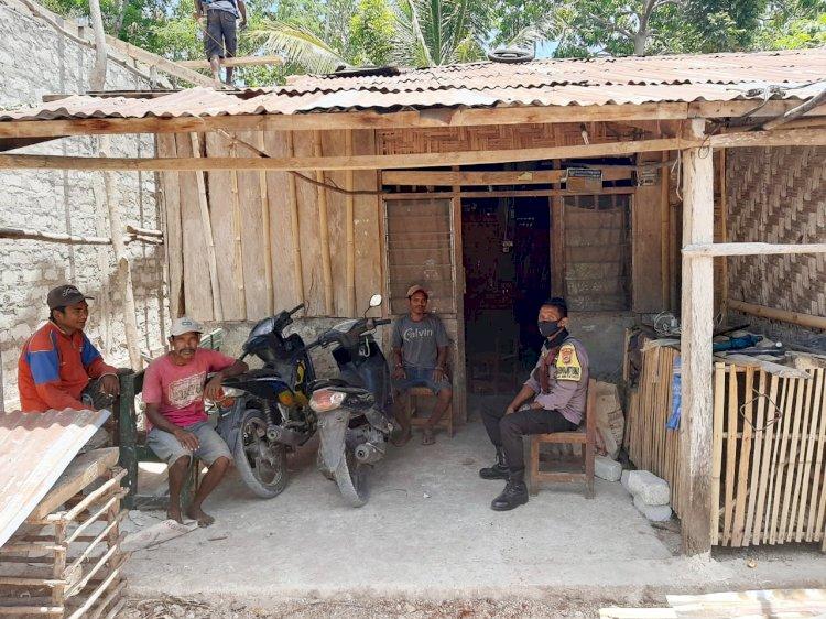 Lewat Sambang Bhabinkamtibmas Polsek URG Himbau Warga Patuhi Protokol Kesehatan