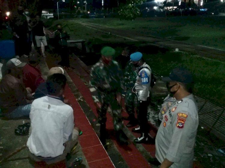 Tim Ops Aman Nusa II Bersama Personil TNI Melakukan Imbauan Demi Mencegah Covid 19