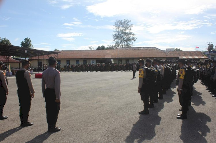 Pimpin Apel Persiapan Pergeseran Pasukan, Kapolres Sumba Barat Bacakan 'Sumpah Pengamanan Personel' yang Diikuti oleh Seluruh Personel