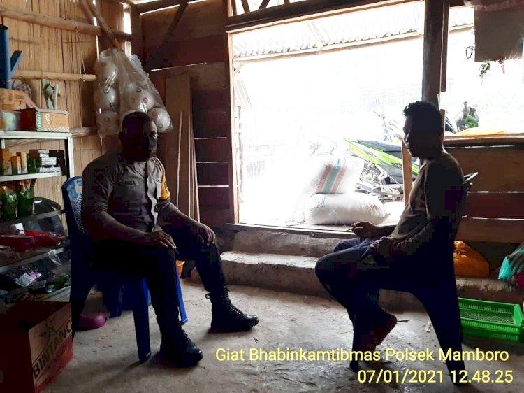 Sambang Warga, Bhabinkamtibmas Polsek Mamboro Himbau Warga Tetap Jaga Protokol Kesehatan