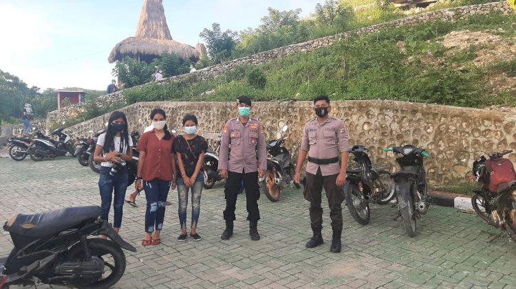 Memberikan Kenyamanan Bagi Wisatawan, Polres Sumba Barat Gelar Patroli Di Tempat Wisata Gollu Poto