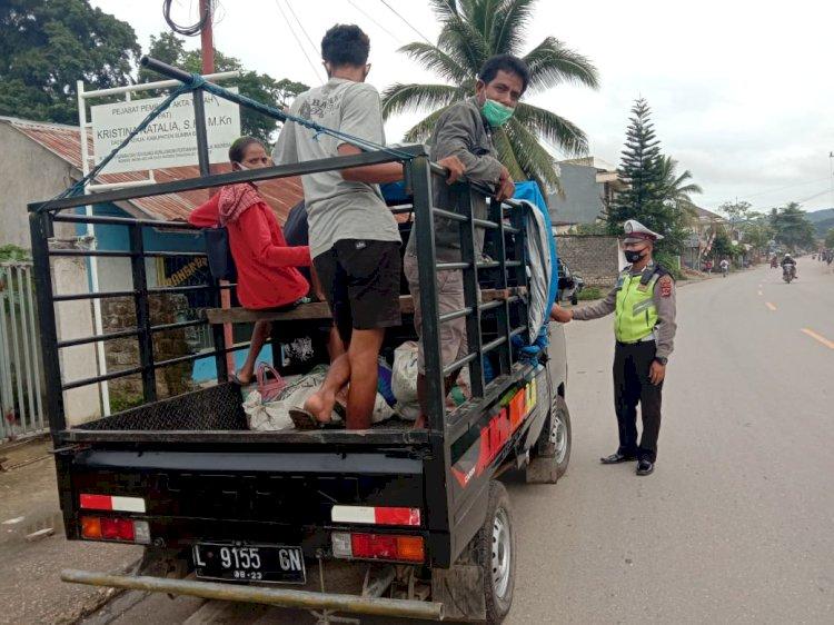 Sat Lantas Lakukan Penerangan Keliling ( Penling ) Di Sekitar Kota Waikabubak