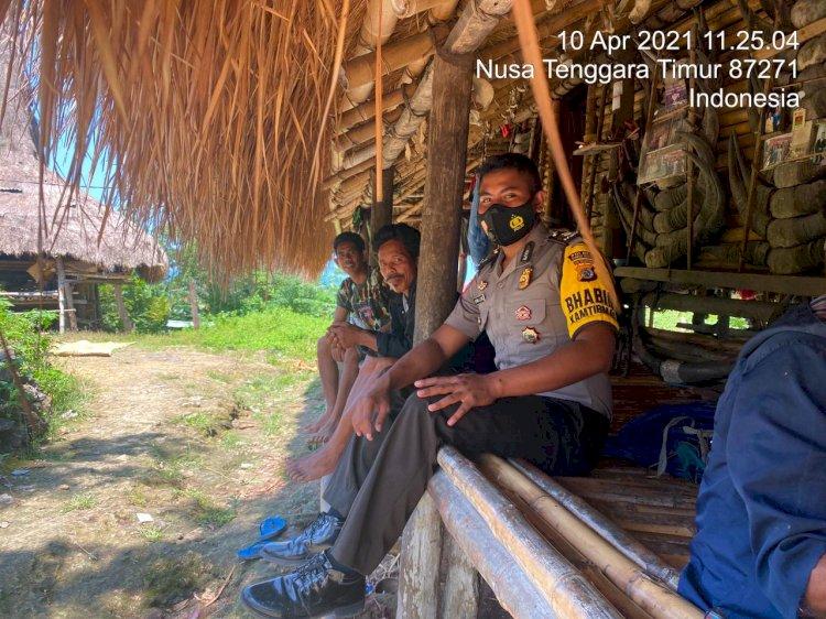 Sambangi Warga, Bhabinkamtibmas Mengajak Menjaga Lingkungan dan Taati Protokol Kesehatan