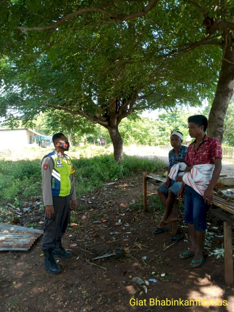 Bripka Abdul Hafiz Mengajak Warga Menjaga Kebersihan Lingkungan Dalam Mengantisipasi Penyebaran Covid 19