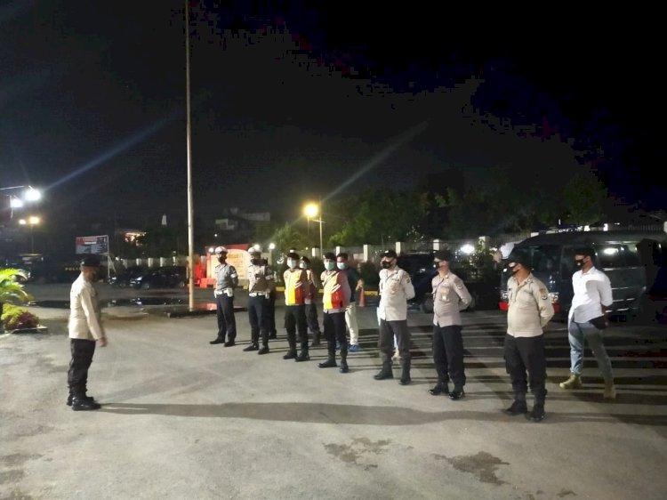 Setelah Apel Malam, Iptu Mansur Selaku Pawas Cek Kondisi Tahanan Polres Sumba Barat