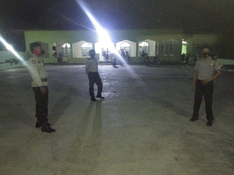 Anggota Polsek Mamboro Himbau Prokes Dan Kamtibmas Kepada Jamaah Masjid Al-Jihad Mananga Desa Wendewa Utara
