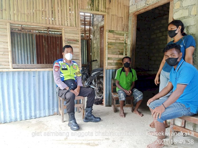 Bripka Lukman Sambang Kepala Dusun 3 Desa Praibakul Guna Bekerja Sama Cegah Tindak Pidana Dan Covid-19