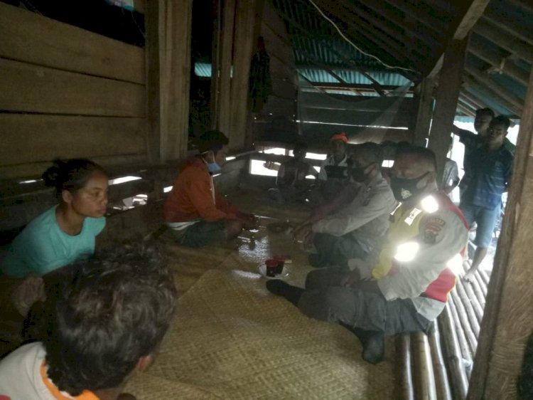 Tekan Tindak Kriminal Dan Covid-19 Aiptu Nengah Bersama Bripka Yulius Laksanakan Patroli Dialogis