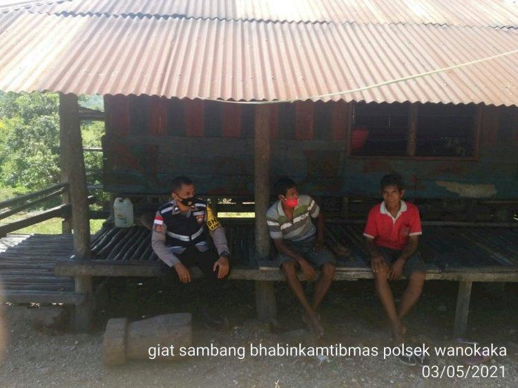 Aipda Andrias Sambang Rumah Bapak Lali Di Desa Rewarara Imbau Selalu Patuhi Prokes