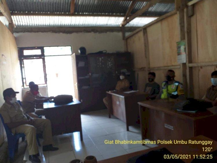 Bripka Andreas Berkunjung Ke Kantor Kecamatan Umbu Ratunggay Tengah Berikan Imbauan Covid-19 Dan Kamtibmas