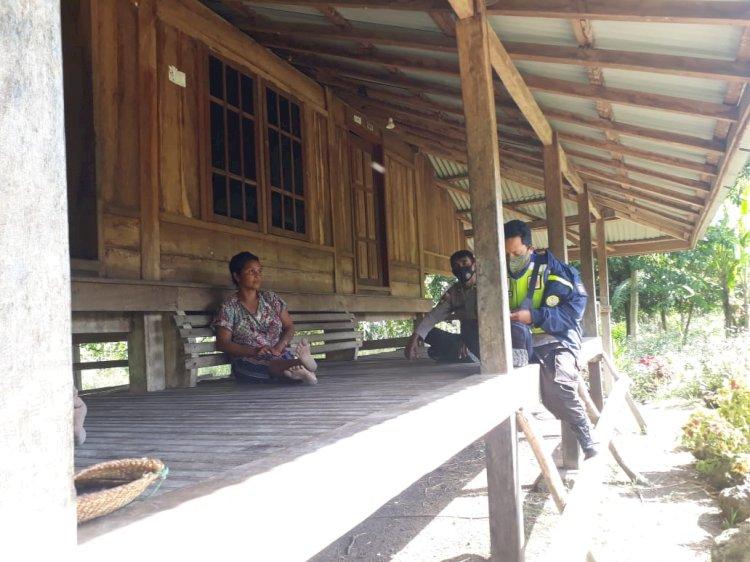 Aipda Dohir Bersama Bripka Husnul Basri Laksanakan Patroli Dialogis Di Desa Weetana, Kecamatan Lamboya