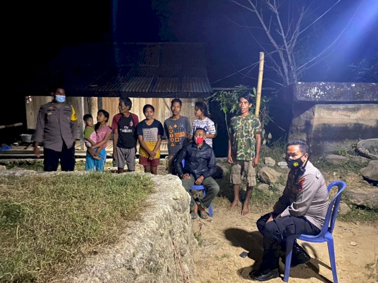 Jalin Komunikasi Sembari Memberikan Himbauan, Kapolsek Lamboya Lakukan Patroli Dan Sambang Warga