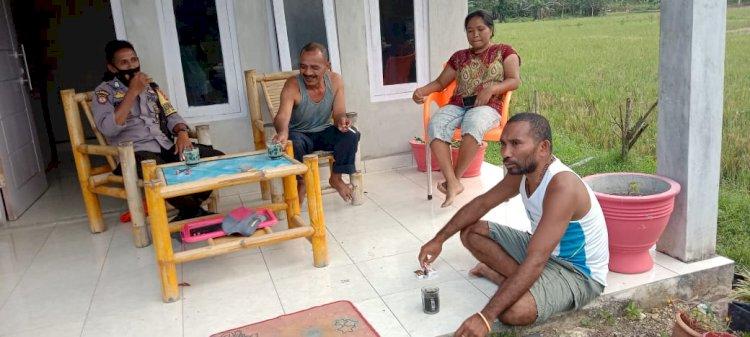 Bhabinkamtibmas Polsek Umbu Ratu Nggay Bripka Kumanireng Imbau Prokes Dan Kamtibmas Kepada Warga Binaannya
