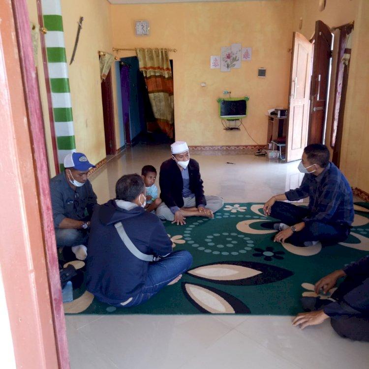 Bersama Kasat Intel Polres Sumba Barat Kasubdit V Polda Nusa Tenggara Timur Silaturahmi Dengan Pemuka Agama Di Wilayah Mamboro