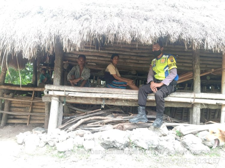 Bhabinkamtibmas Kunjungi Warga Kampung Waigali, Berikan Imbauan Kamtibmas Dan Prokes