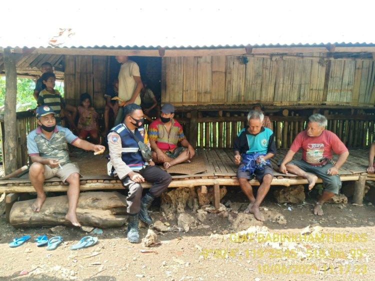 Bhabinkamtibmas Polsubsektor Tana Rigu Sambangi Warga Binaan Dan Berikan Imbauan Agar Situasi Selalu Kondusif