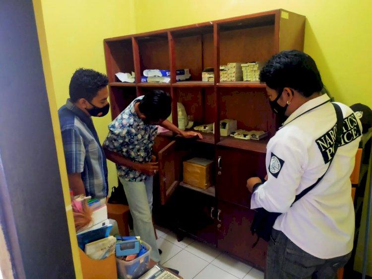 Satuan Reserse Narkoba Polres Sumba Barat Cek Persediaan Obat Di Masa Pandemi Covid-19