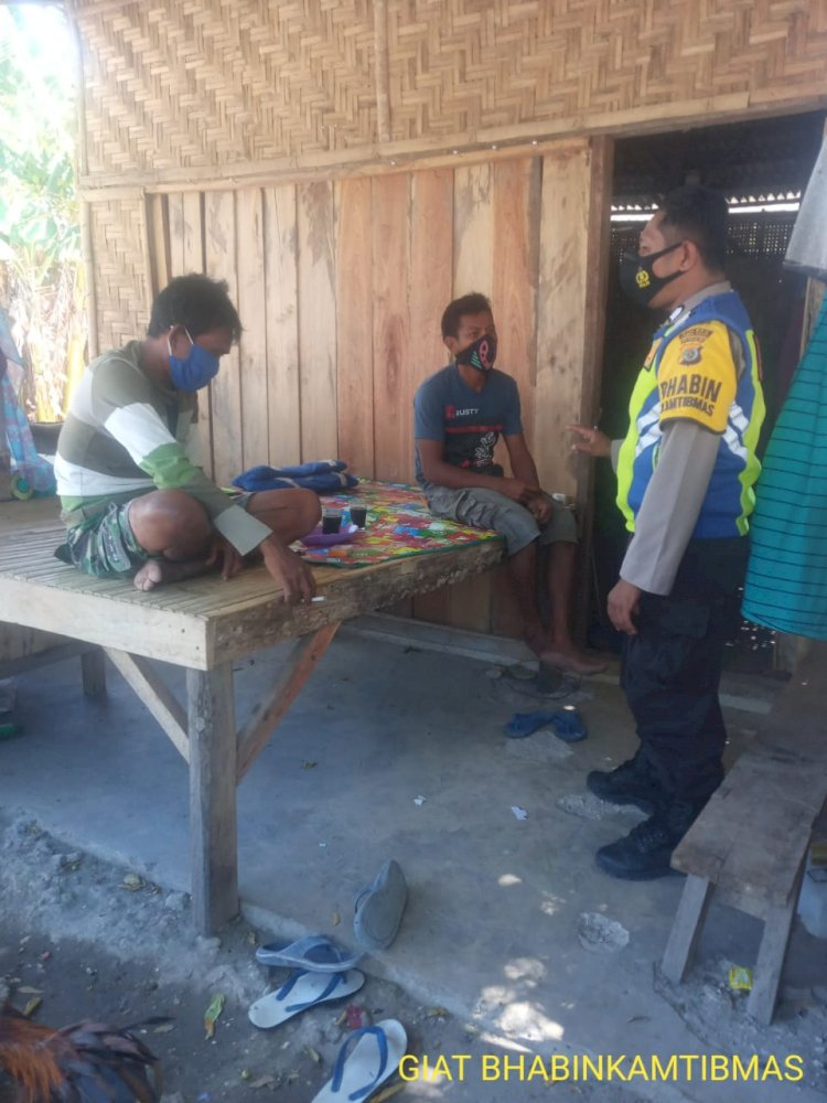 Sambangi Warga Binaan Di Kampung Weekaliti, Bhabinkamtibmas Imbau Kamtibmas Dan Prokes