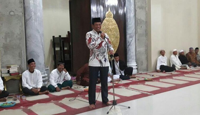 Bapak Kapolres AKBP MUHAMAD ERWIN Turut Serta Ramaikan Perayaan Maulid Nabi Muhammad SAW 1438 H Di Masjid Al-AZHAR Waikabubak