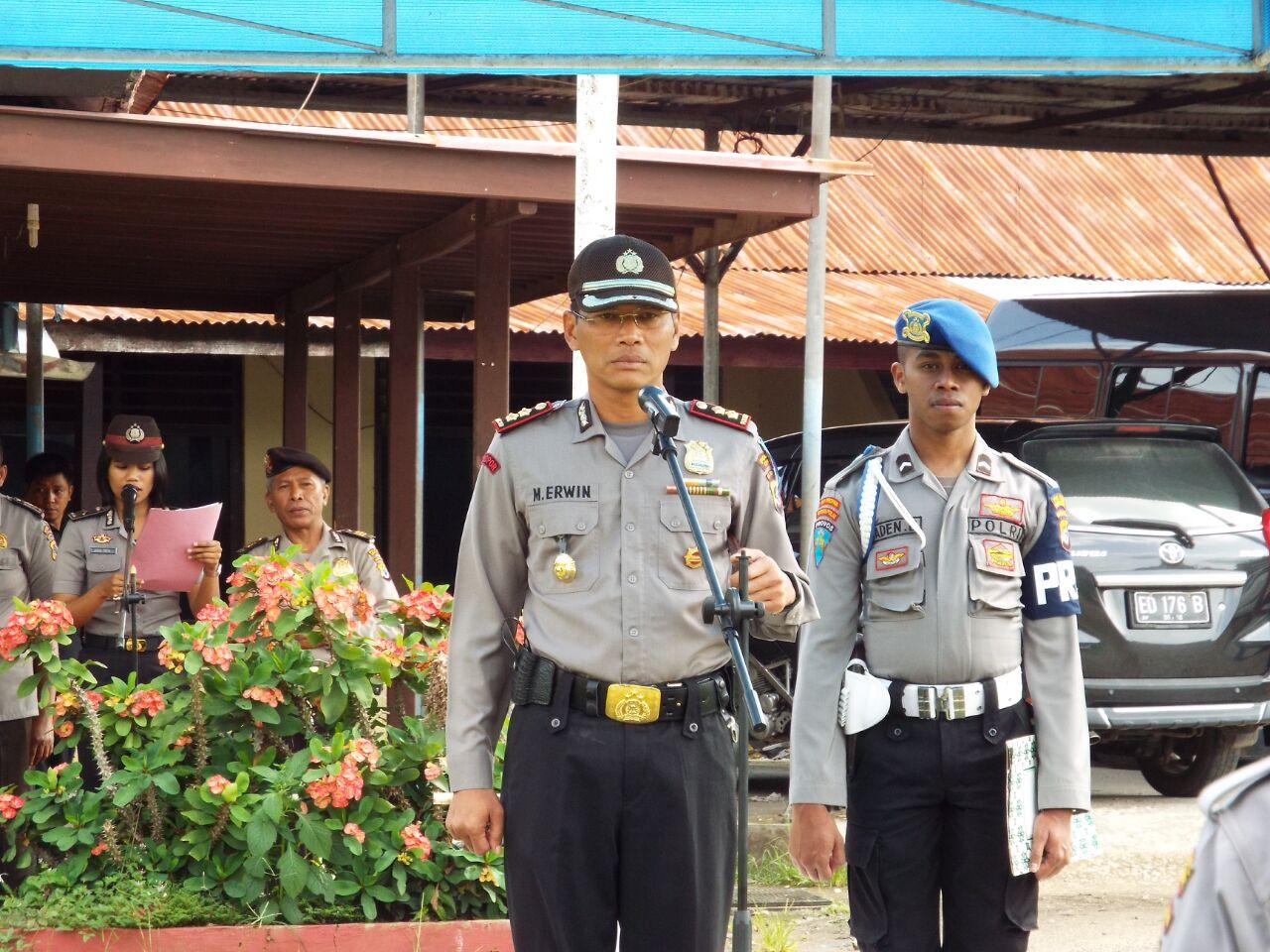 Bapak Kapolres Sumba Barat AKBP MUHAMAD ERWIN Turunkan 216 Personil Terkait Pengamanan Jelang Perayaan Natal Dan Tahun Baru 2017