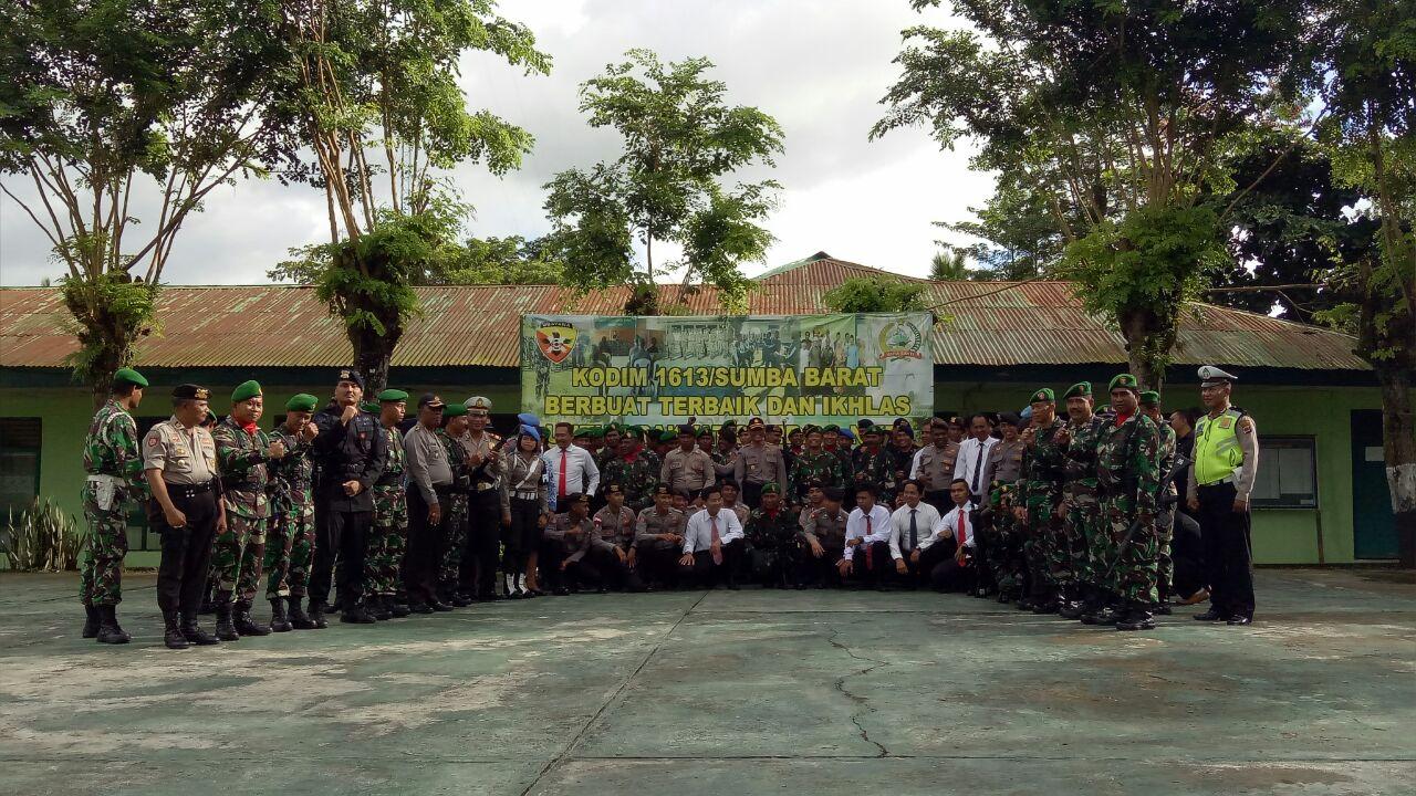 Amanat Bapak Kapolres Sumba Barat Pada Upacara Bulanan Bersama TNI - POLRI