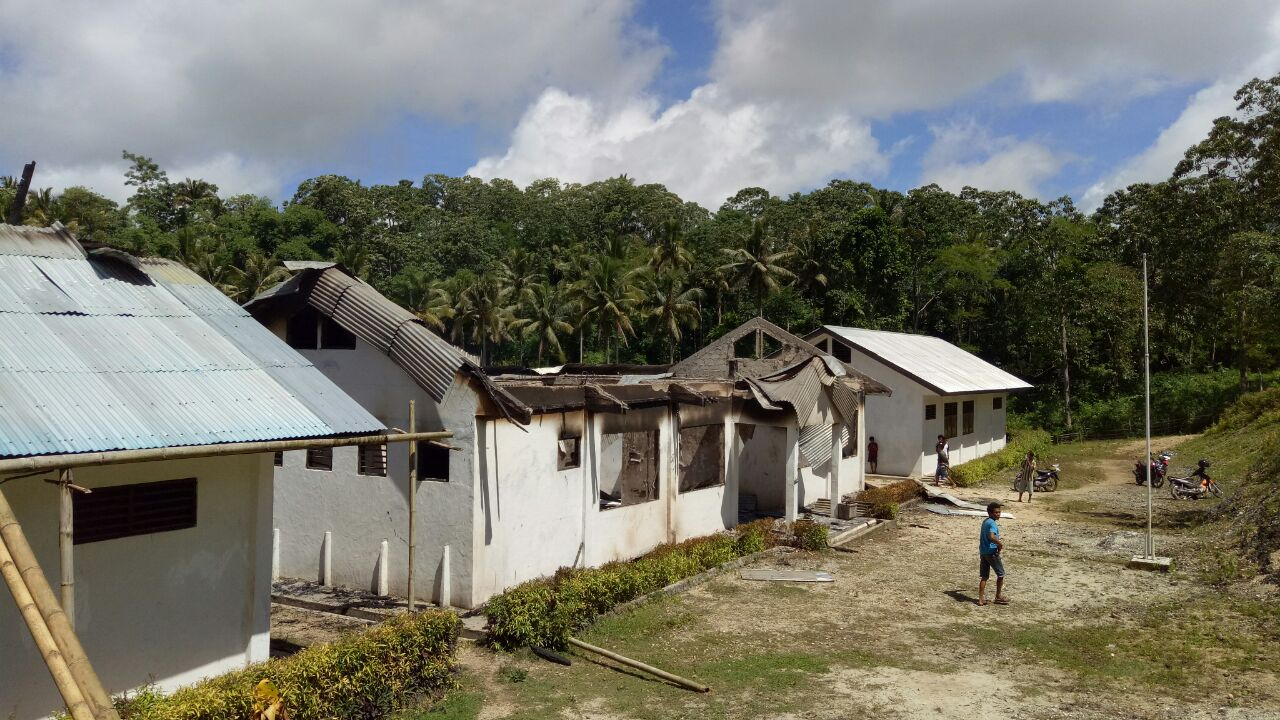 Gedung Sekolah SMPN 3 Wewewa Selatan Dilalap Si Jago Merah