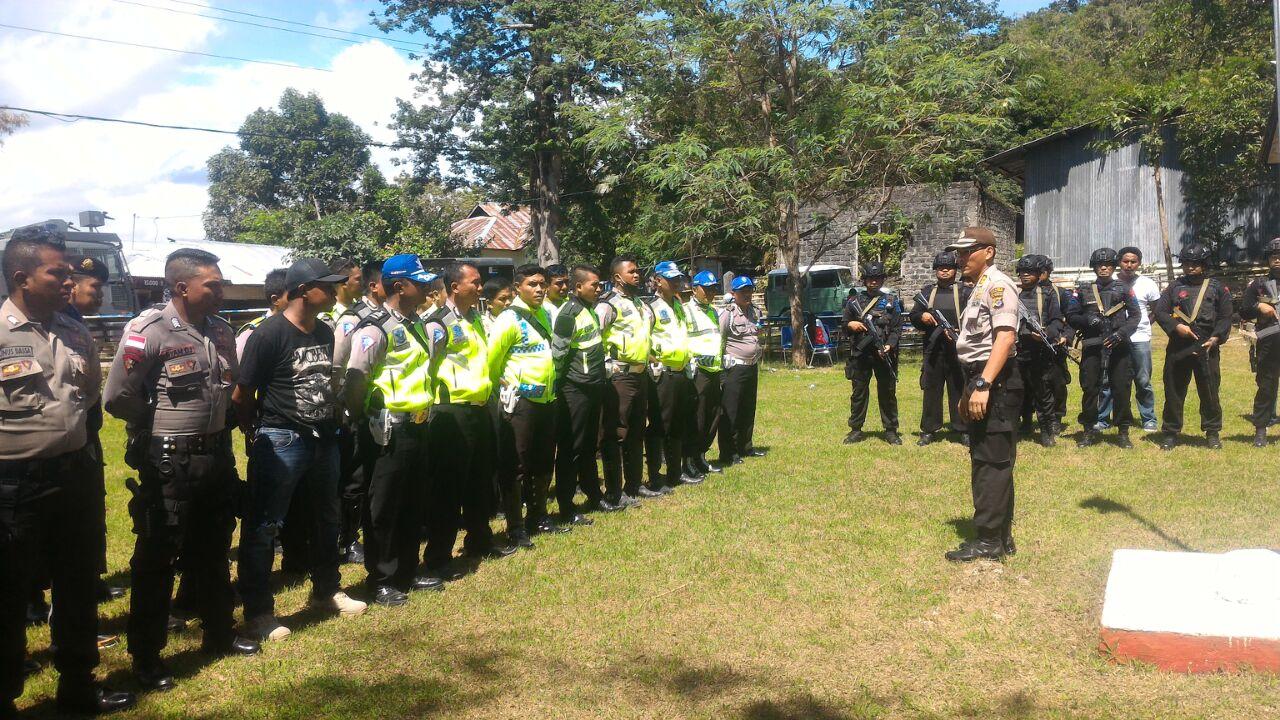 Pengamanan Oleh Polres Sumba Barat Ditengah Kemeriahan Pesta Adat Pasola Lamboya Tahun 2017