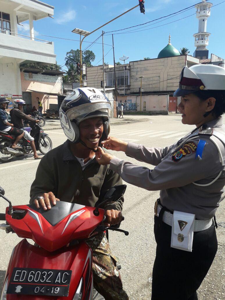 Giliran Polisi Wanita Mencuri Perhatian Publik pada Gelar Operasi Simpatik Hari Ke Empat