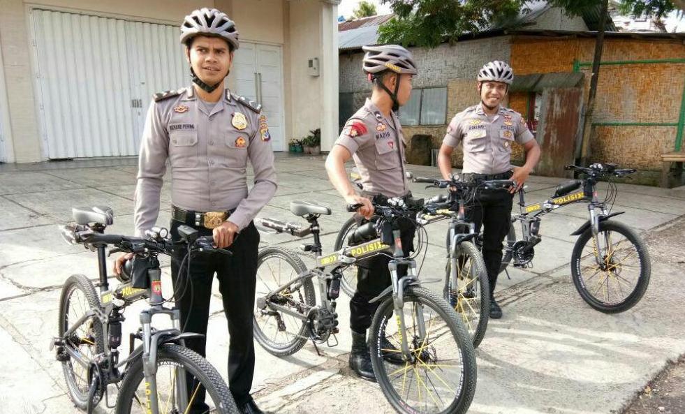 Patroli Bersepeda Keliling Kota Waikabubak Sita Perhatian Masyarakat