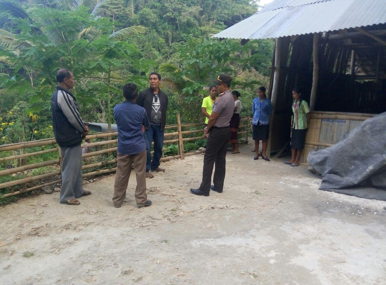 Kunjungan Perwakilan Bapak Kapolda NTT, Kabid Humas Polda NTT AKBP Jules Abraham Abast ke SD Paralel Natarakade