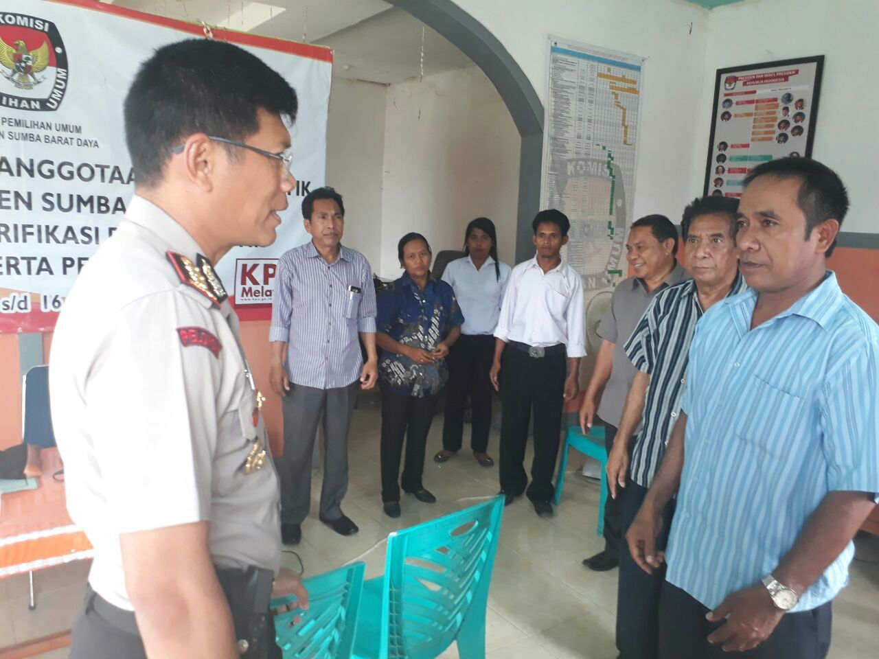 Kapolres Sumba Barat Pantau Langsung Pengamanan Penerimaan Berkas Parpol pada 3 Kabupaten