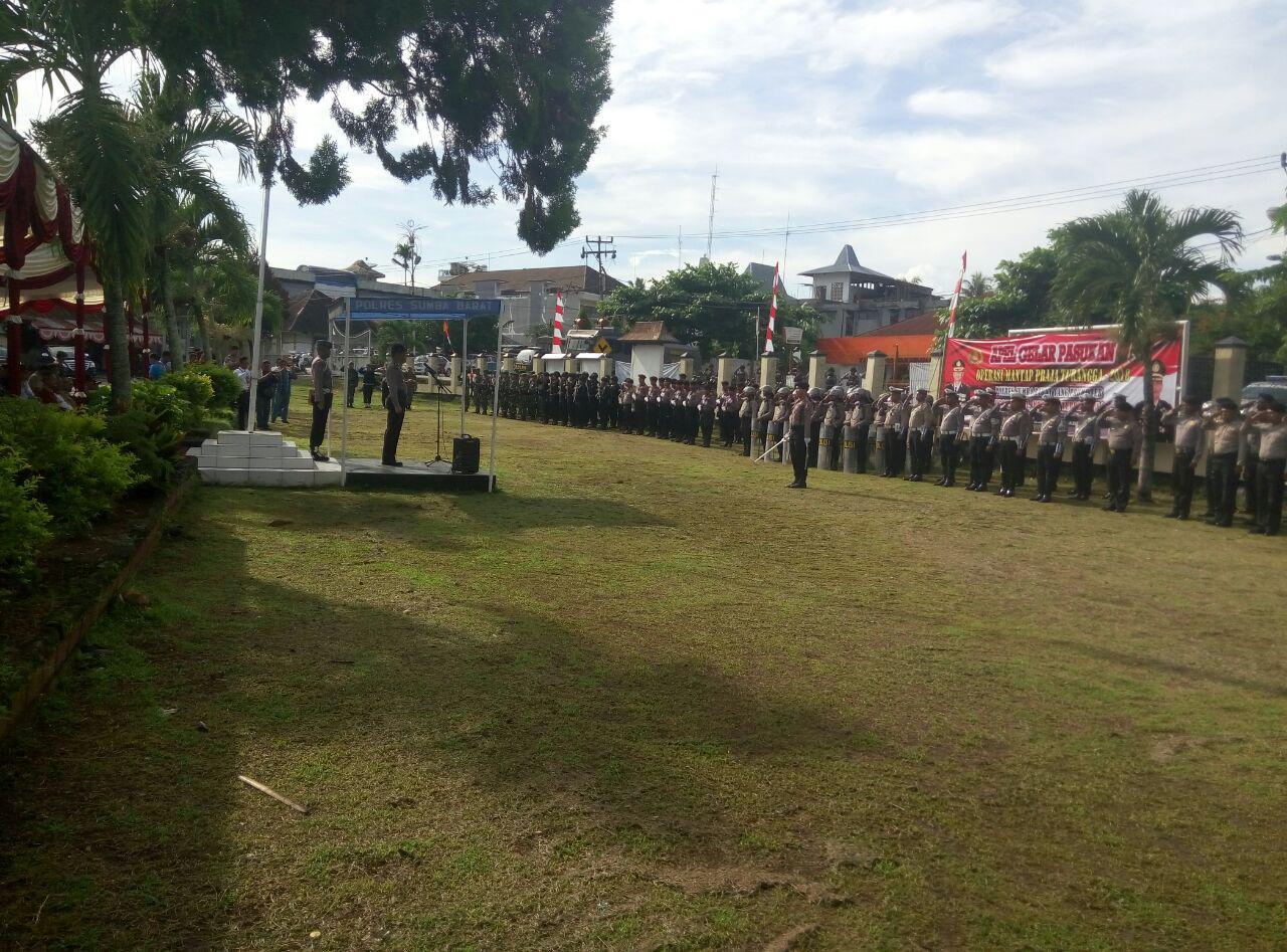 Penandatanganan Deklarasi Damai dan Pemusnahan Sajam pada Apel Gelar Pasukan Operasi Mantap Praja Turangga 2018 yang Dipimpin oleh Kapolres