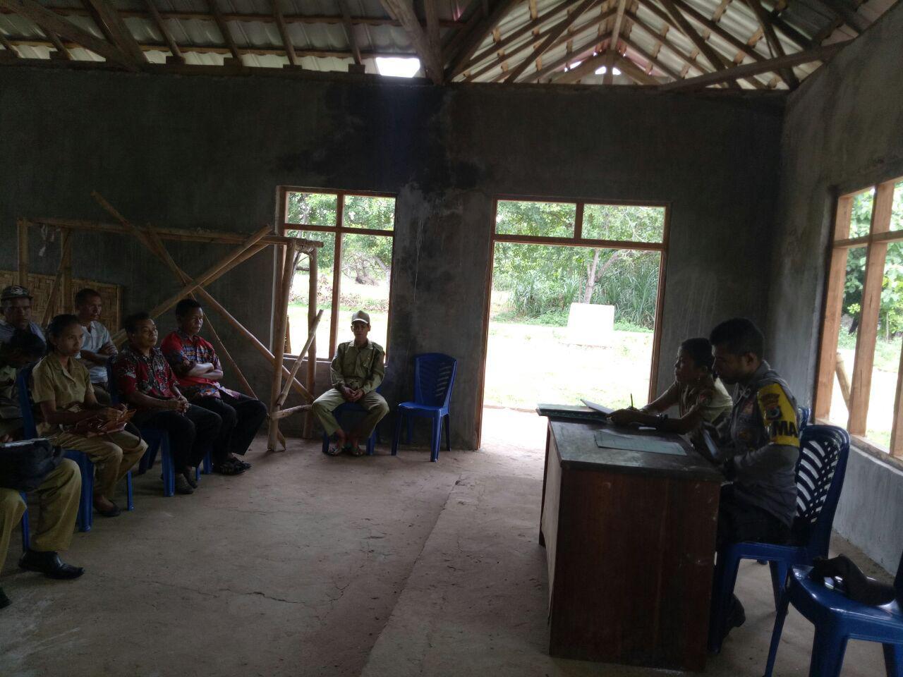 Bhabinkamtibmas Menghadiri Apel Pagi dan Tatap Muka Untuk Membahas Program Desa